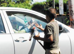 Niños trabajando en los semaforos sin estudiar,,